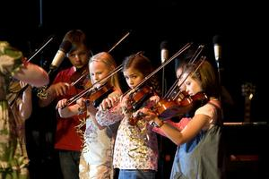 Närmare 200 ungdomar från mellanstadieålder upp till gymnasieålder deltog i kulturskolans Grand final.