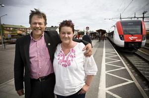 Tåg mot Ramsjö och Ånge. Sören Görgård och Helena Brink, Centerns båda toppnamn i Ljusdal, ser en förlängning av X-tågets sträcka som en viktig fråga under nästa mandatperiod.