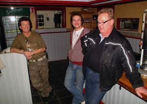 Kenneth Österhof, Stavre, Thomas Edlund, Gällö, och Göran Frost, Gällö, startar nytt bolag som ska driva värdshuset på Camp Viking i Gällö.           Foto: Ingvar Ericsson