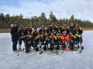 Förra säsongen flög AIK in spelare för att spela matcherna. Här efter sista matchen säsongen 2016/2017.