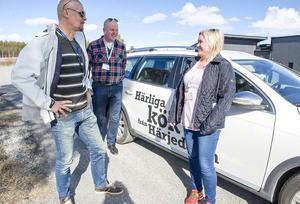 – Det här är ett unikt företag, stämningen är fantastisk och det är familjärt, säger Stellan Gustafsson (mitten) som rest från Småland tillsammans med Jocke Ahlberg och Pernilla Ahlberg för att fira 20-årsjuibileum i Ljusnedal.