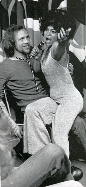 FÄNGSLAD PUBLIK. Våren 1975 gav den amerikanska världsstjärnan Eartha Kitt en gratisföreställning för internerna på Gävlefängelset.