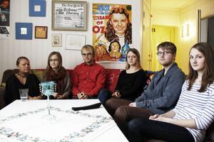 Studenterna Emma Arvidsson, Camilla Lindqvist, Anton Sundin, Kajsa Wallby, Marcus Ekström, Sofie Karlsson tycker alla att det är tråkigt att behöva flytta från Kaplansgården.