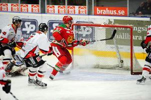 Moras lagkapten Tobias Ericsson sätter 1–0 mot Karlskrona.