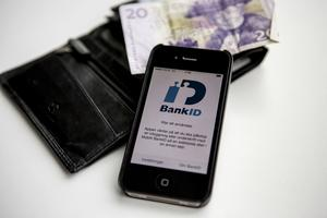 """Mobilt BankID Det gör bland annat att användaren kan använda sin mobila enhet som en fristående """"säkerhetsdosa"""" när användaren behöver legitimera sig på internet"""