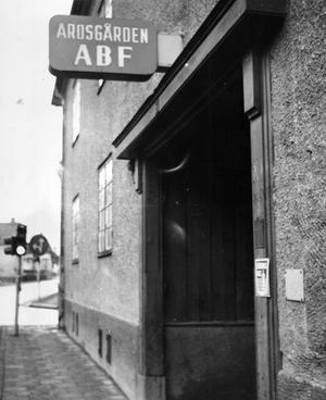 Högkvarter. 1918 flyttade ABF Västerås in i Arosgården. Här höll man till fram till flytten till Kopparlunden för två år sedan.