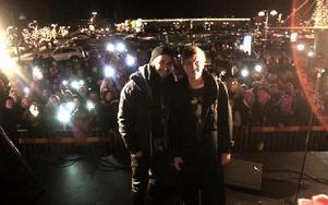 Kevin och Erik framför publiken som kom till Kupolen för att se dem. Foto: Jonas Stentäpp