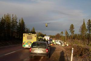 Minibussen voltade flera varv och det fanns åtta personer i den.