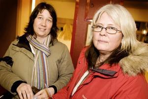 """LYSSNADE. Johanna Dahlfors och Margareta Östervård var nyfikna på fettdoktorn. """"Jag tror på metoden, under förutsättningen att man ser till varje individ. Men man kan ha utbyte av att lyssna på henne ändå, och så finns det möjlighet att ställa frågor"""", säger Margareta Östervård."""