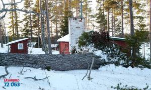 En tall som stått i minst 300 år, ja kanske 400, fälldes av den här stormen vid min stuga i Sösjö Bräcke.Den har en omkrets i midjehöjd på 306 cm, skriver Kenneth Näslund som också tog bilden.
