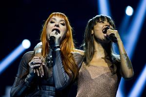 Icona Pop består av Caroline Hjelt och Aino Jawo.