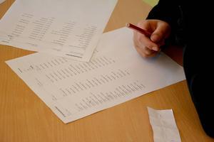 Röstlängden följdes noga och varje elev prickades av efter lämnad röstsedel.