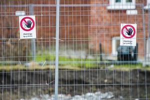 En skylt av den här typen hade räckt för att polisen skulle kunna hindra EU-migranterna att flytta tillbaka till Alderholmen.