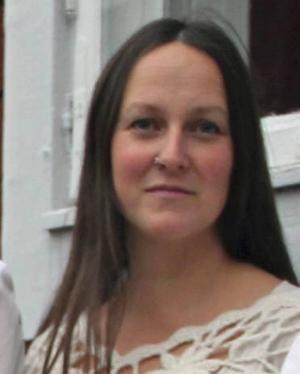 Emma Härdelin växte upp i Kluk i Jämtland och i Delsbo i Hälsingland. Hon är dotter till Thore Härdelin d y, och Thore Härdelin d ä är farfars far.