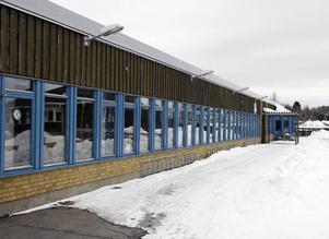 Elevrådet på Vallaskolan har synpunkter på hur skolan bör renoveras, men de får ingen kontakt med politikerna.