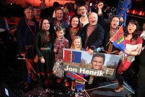 Några lyckliga mittådalingar efter Jon Henriks seger i Östersund. Kanhända det blir samma jubel i kväll, både i Stockholm och i Härjedalen?