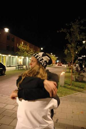 KÄRLEK. Fredrik Andersson kramar om sin kärlek.