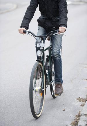 Att fixa trafiksituationen i Brunflo är viktigare än cykelvägar i Östersund, anser Anders Edvinsson (S).