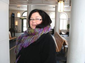 Sofi Kihlstrand blev strandsatt  i Hallsberg efter att tåget blev försenat.  BILD: SAMUEL BORG