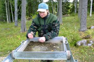 Flera intressanta föremål har hittats vid utgrävningarna av finntorpet i Råsjö. I sommar avslutas utgrävningarna, två år tidigare än planerat. Andreas Söderström deltog i utgrävningarna förra sommaren.