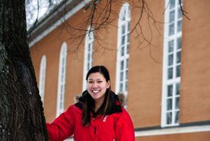 Alina Kjellstrand Olsson från Borlänge vill hjälpa barn med cancer. Därför anordnar hon en välgörenhetskonsert i Hagakyrkan. Om allt går enligt planerna så blir det på Alla hjärtans dag den 14 februari.