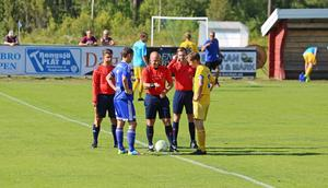 Andreas Clahr och Daniel Bernhardsson lottar sida