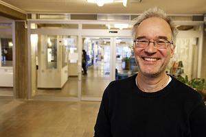 Janne Lindberg är glad över hur energiförbrukningen i landstingets fastigheter minskar. Det innebär besparingar på uppemot 60 miljoner kronor per år jämfört med hur det såg ut för 20 år sedan.