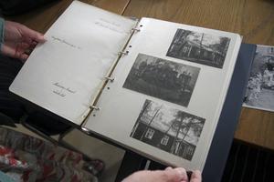 Fotoalbumet visar bilder på missionshuset i Backa från hur det såg ut 1914. Då fanns bara en våning.