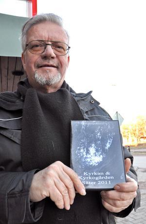 Kyrkvaktmästaren Kurt Fosselius är berättare i den nya filmen om Säters kyrka och kyrkogård.
