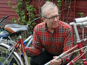 Tidigare tillförordnade generaldirektören Håkan Larsson trivs i nya rollen som cykelreparatör.