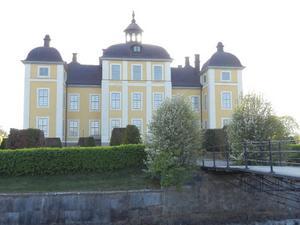 Slottet i Strömsholm i sin vackraste vårskrud.