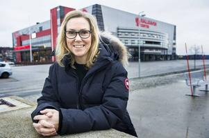 Charlotte Gustavsson kanske måste lyfta luren, och ringa Elvy Söderström, skojar Per Hägglund.