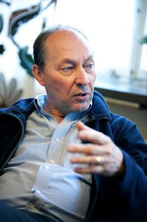 Börje Eriksson VD och allmänläkare äger och driver ett av Sveriges största hyrläkarbolag - Skandinavisk Hälsovård AB, med säte i Borlänge. I bolaget finns ett 75-tal verksamma läkare över hela landet.