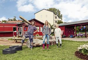 Trion som syns. Programmets profiler är snickaren Pirre Starrin, Linda Lindorff och trädgårdsdesignern Ylva Landerholm. Foto: Tv 4