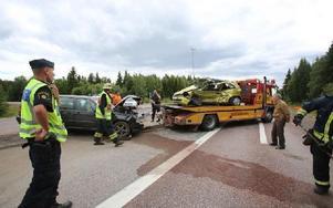 Två bilar var inblanade i trafikolyckan i korsningen mellan E16 och riksväg 66. Foto: