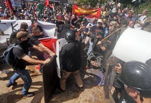 VVåldsam sammandrabbning mellan vita nationalister och motdemonstranter i Charlottesville den 12 augusti i år.