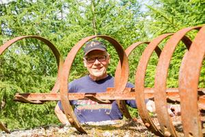 När Lennart Karlsson, gjorde i ordning marken för Myra park använda ha redskap som hans farfar använde på jordbruket i Delsbo