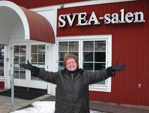 Välkomna! Solweig Agnas har laddat med både gamla och nya påsksmällar som delas ut på Sveasalen med premiär på långfredagen.