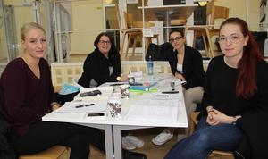 Många studenter i Borlänge menar att skolan bättre skulle ha informerat om det möte styrelsen haft om skolans framtid.