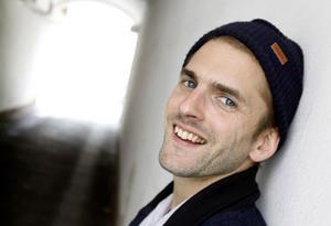 Sundsvallsbon Linus Eklöw, känd under DJ-artistnamnet Style Of Eye, värmer upp för Swedish House Mafia på Friends arena i kväll, fredag.