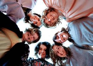Sjätteklassarna i Aspås skola kan idag på 1 april slå rekord i att luras, i alla fall personligt rekord. Räknat från motsvarande klockan 1 på en urtavla är det medurs Malin Åslund, Emma Olsson, Alexandra Hallman, Erica Erhardsson, Linnéa Palmqvist och Erika Lindé.