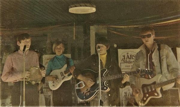 Lee Riders i 1967 års uppsättning- framför Konsum. Trummisen Jouni Seppälä är skymd.