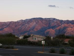 För några veckor  i januari lämnade jag snön  i Västerås mot underbar natur i Arizona. Dessa berg såg jag från mina vänners altan . Varje dag olika färger beroende av väder...