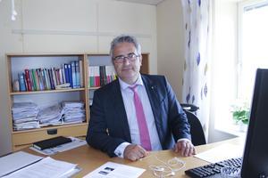 Nu får Skatteverkets kontorschef i Ludvika, Günther Björklund, nyanställa igen. Ludvikakontoret ska hantera den nya kemikalieskatten.
