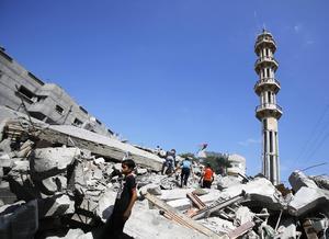 De israeliska flygräderna riktats bland annat mot flyktinglägret Nuseirat i centrala Gaza, men enligt Hamas skadades ingen i anfallen denna gång.