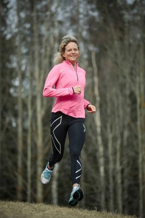 Kajsa Eriksson gillar löpning men tycker inte att hon blivit en extrem löparnörd.   – I perioder har jag snöat in rätt mycket, men när jag möter andra löpare på tävlingar så tänker jag att det nog inte är någon fara, jag har en bit kvar innan jag blir en riktig nörd.