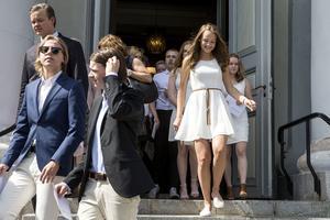 Med glada miner gick eleverna ut från Själevads kyrka.