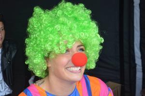 Bakom clownnäsan dolde sig Linn Söderström som hade koll på gissningstävlingen och fiskdammen för barnen.