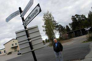"""Lennart Wilhelmsson höll på att missa sin tid hos läkaren eftersom körde fel. """"Jag förstår inte varför det inte finns några tillfälliga skyltar"""", säger han."""