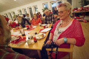 Hudiksvallsbon Carina Nilsson är en van besökare på Jakobsgårdens julaftonsfirande. Det allra bästa är umgänget, tycker hon.